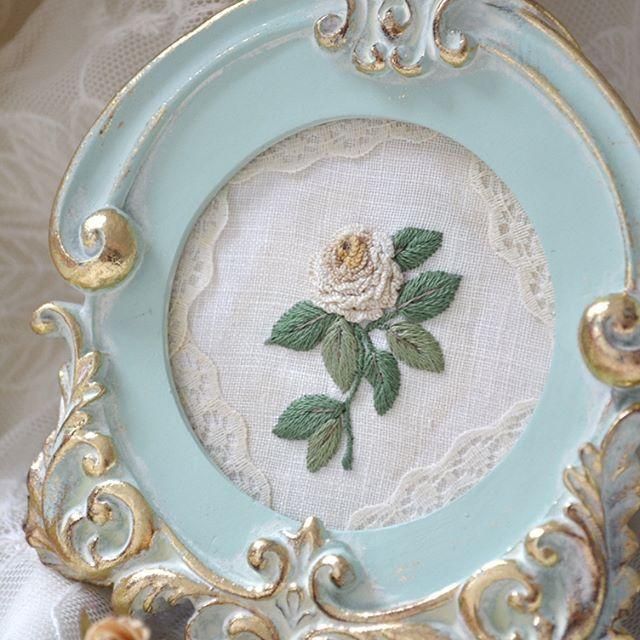 I got this beautiful frame as a present from. @elena_letnaya and made a little rose for this wonderful frame.Thank you Elena Цю рамочку мені Леночка @elena_letnaya прислала,я її з шоколадок-канфкток викопалаВишила маленьку квіточку для рамочки,дякую Леночка,тепер стоїть вона в мене на столі,за яким я вишиваю