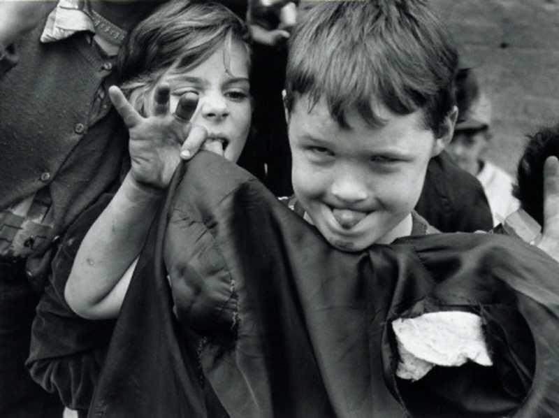 William KLEIN  - Kids Making Faces, 2001