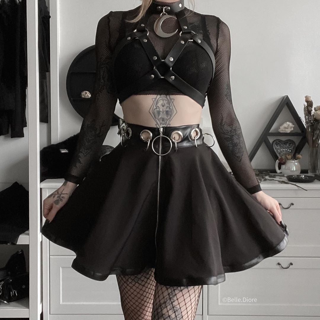 Pin By Shaylee Stewart On Edgy Style In 2020 Tennis Skirt Outfit Egirl Fashion Skirt Outfits