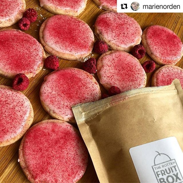 Tell me how much do you want one of these lemon shortbread with our freeze dried raspberries made by @marienorden??!! ????????????❤️???????? #freezedriedraspberries