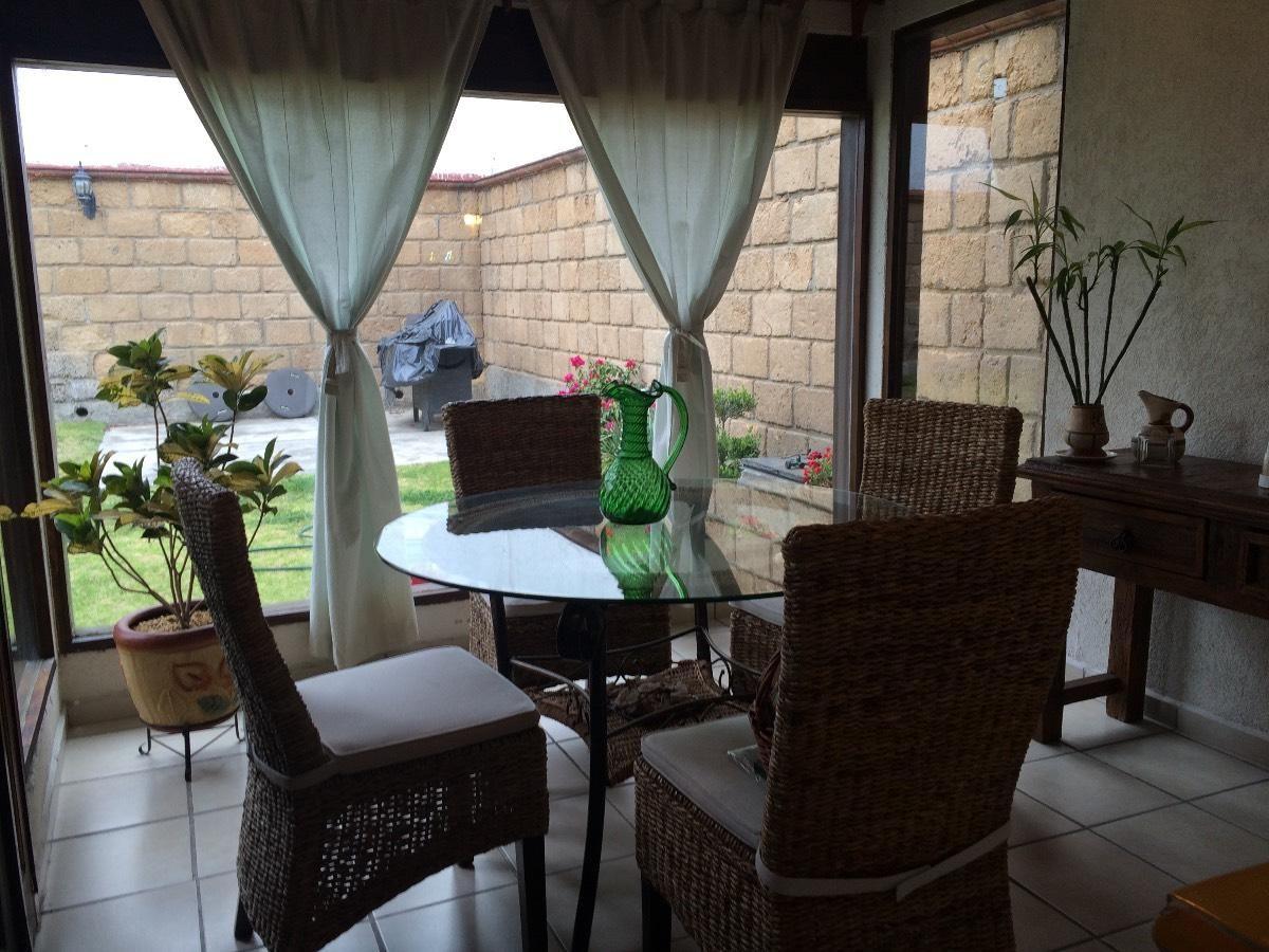 Hermosa casita estilo mexicano en una sola planta con gran jardín