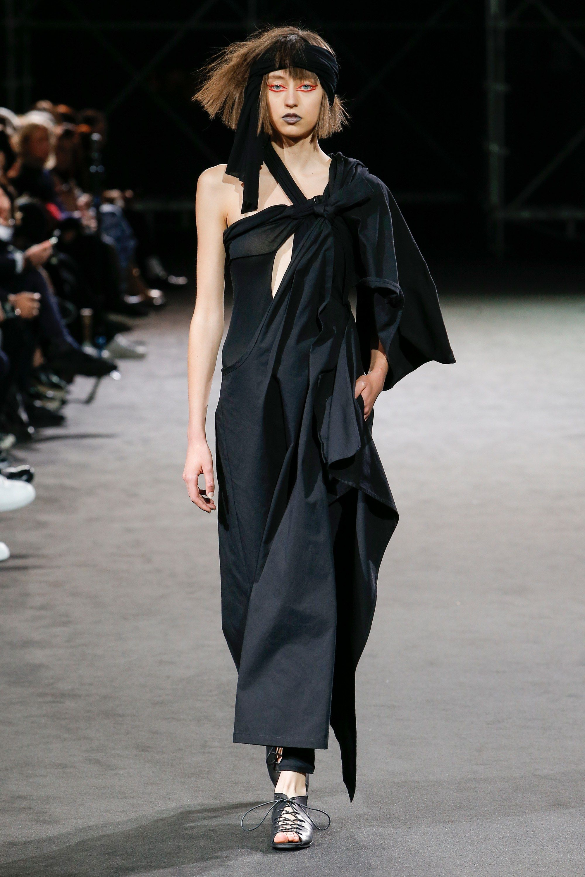 Yohji Yamamoto Spring 2019 Ready-to-Wear Collection - Vogue 35510d0f81