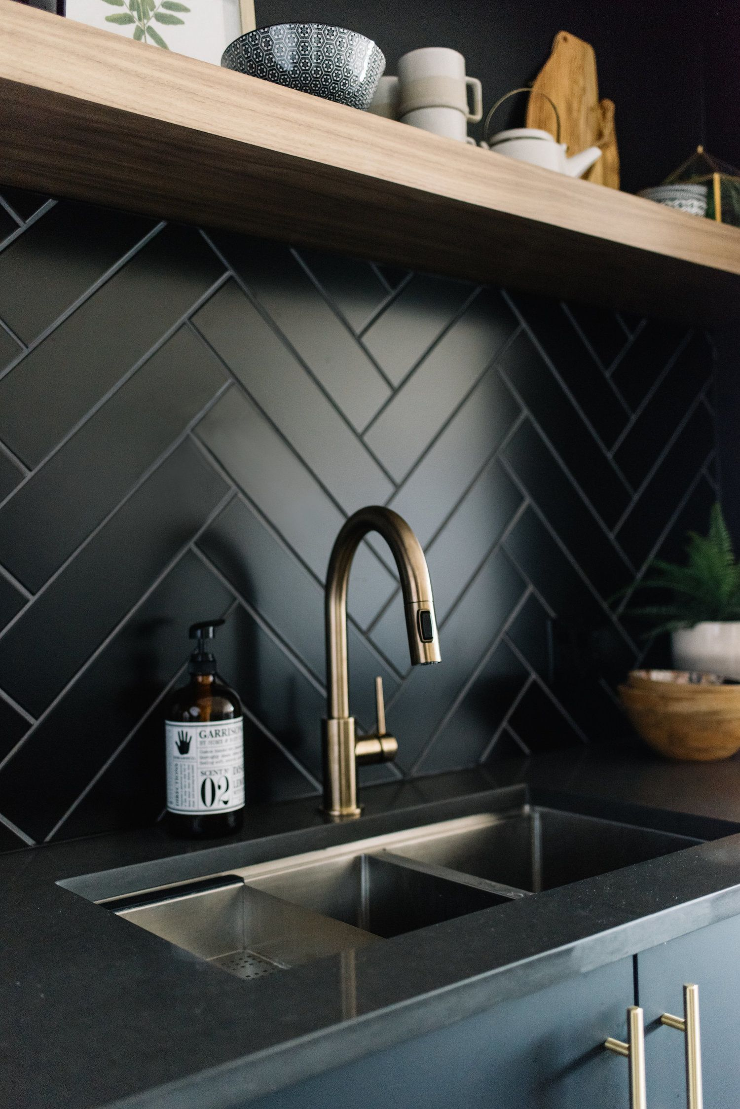 7+ Interesting Bathroom Backsplash Ideas - Design Ideas To Inspire You #interiordesignkitchen