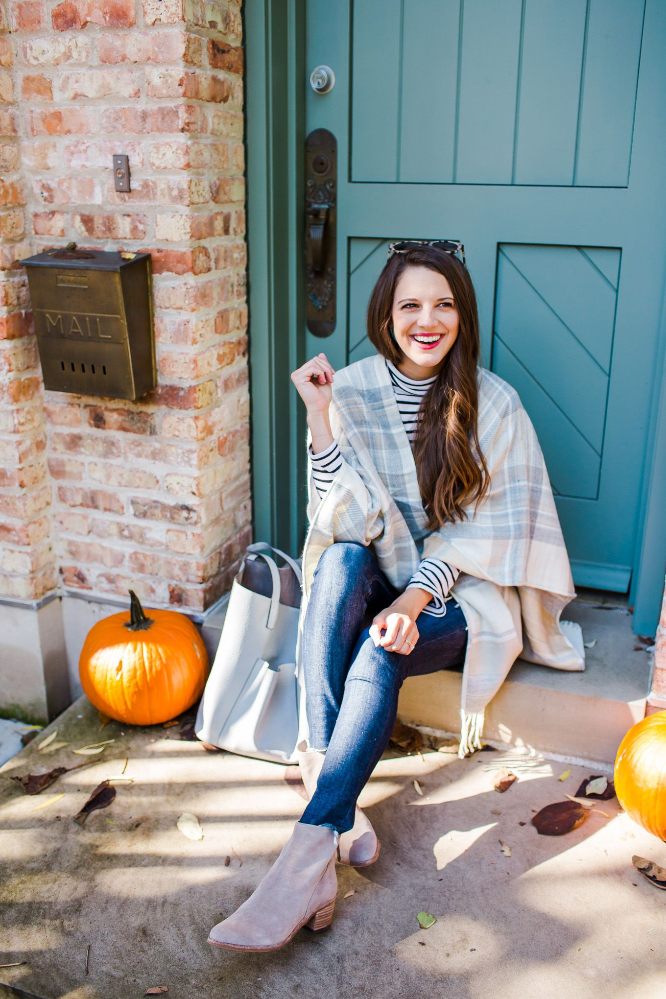 d1e3063d6f396 7 Casual Thanksgiving Outfit Ideas. What to wear on Thanksgiving. These  outfits are perfect for a more casual Thanksgiving Day look #thanksgiving