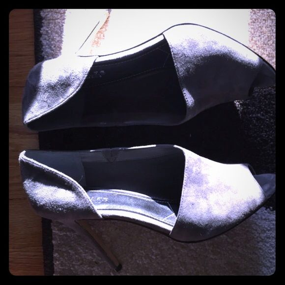 Size 11 Charles Davis adorable grey suede shoes I absolutely love the shoes - I bought them and I can't wear due to my my arthritic toe:( Charles David Shoes Heels