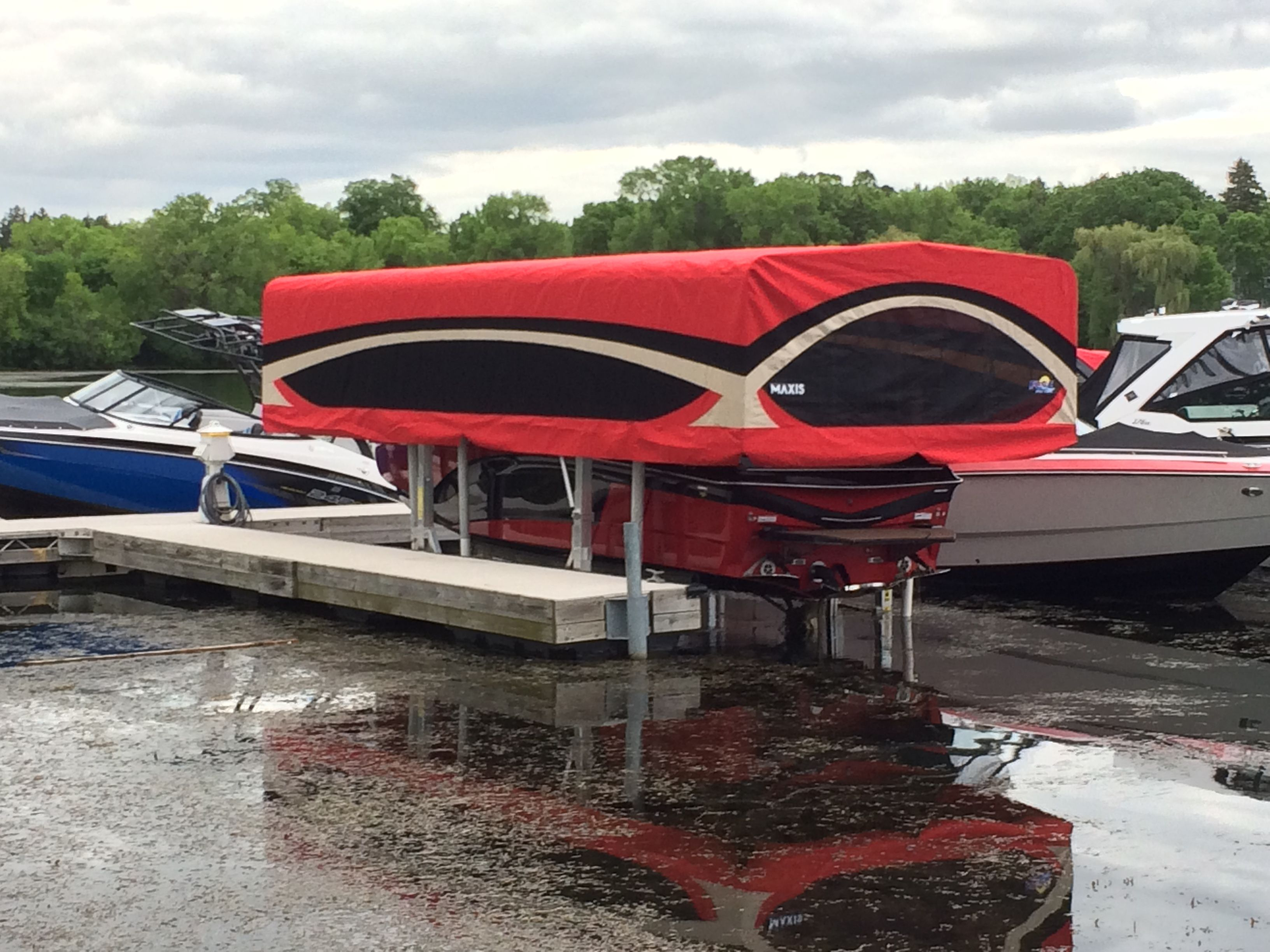 8 reasons why FLOE boat lift canopy systems offer you more for your money Greater boat protection. With FLOEu0027s extra deep fabric and framework ... & The FLOE MaxisTM Canopy with its extremely deep canopy sides ...