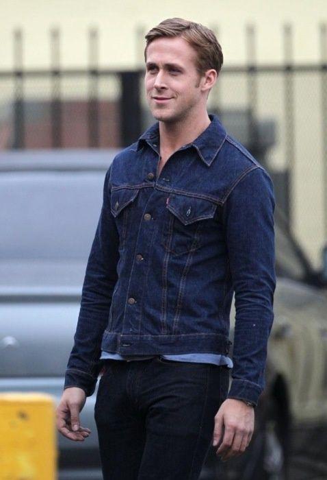 Get Ryan Gosling S Look For 71 Denim Jacket Men Ryan Gosling Style Navy Denim Jacket