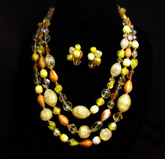 Hey, I found this really awesome Etsy listing at https://www.etsy.com/listing/150859814/mid-century-hattie-carnegie-necklace