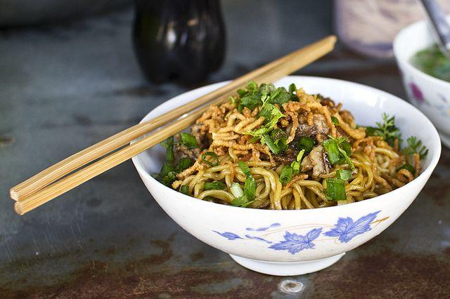Nouilles chinoises sautées aux légumes et à l'escalope de ...