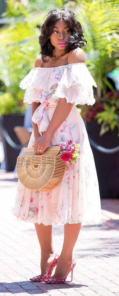 bab2e2fa577b The Cult Gaia Ark bag has been dubbed the IT bag every fashionista needs in  her closet. True to its name