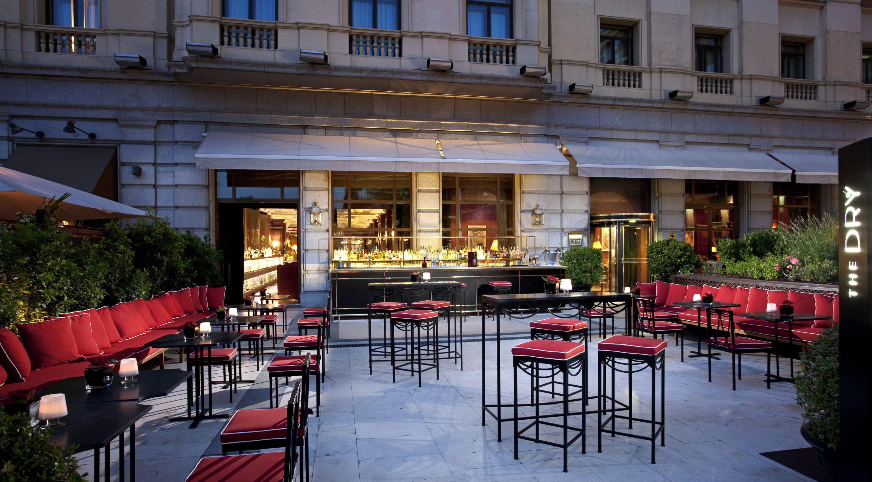 Dry Cosmopolitan Bar By Javier De Las Muelas Hotel Patio Bar Outdoor Decor