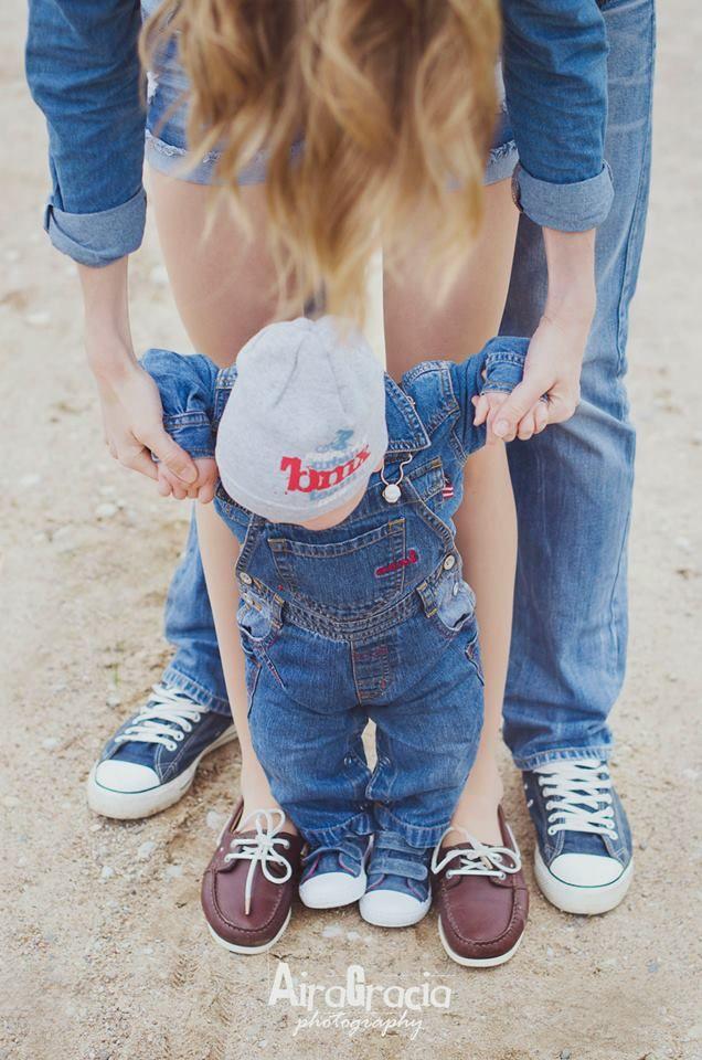 Airagracia photography family photoshoot idea jeans sneakers baby love