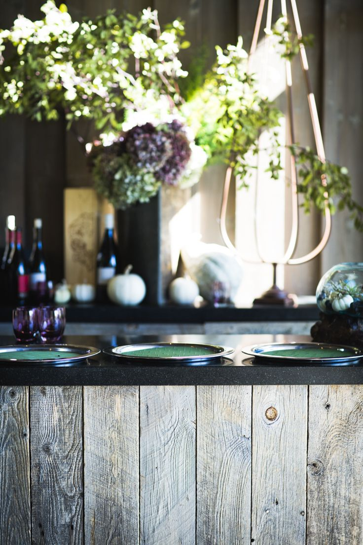 Rustic settings full of light are incredibly romantic.