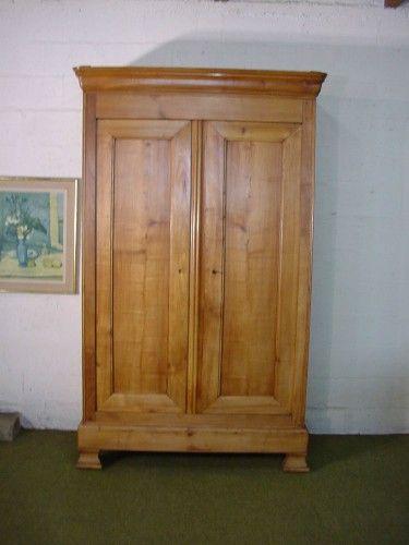 une armoire du 19e de style louis philippe est en vente sur notre brocante en ligne d tails sur. Black Bedroom Furniture Sets. Home Design Ideas