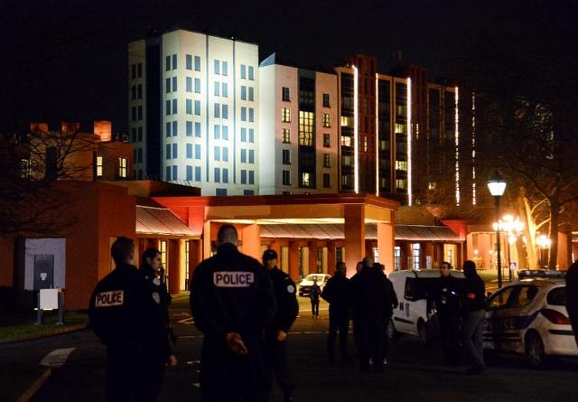 Man Arrested In Disneyland Paris Hotel With Two Handguns Police