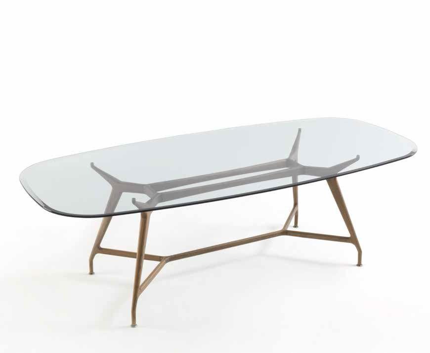 mesa ovalada mirabeu con las patas en madera y tapa de cristal