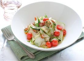 """Zucchini """"Pasta"""" http://www.tablespoon.com/recipes/raw-zucchini-pasta-recipe/2/"""
