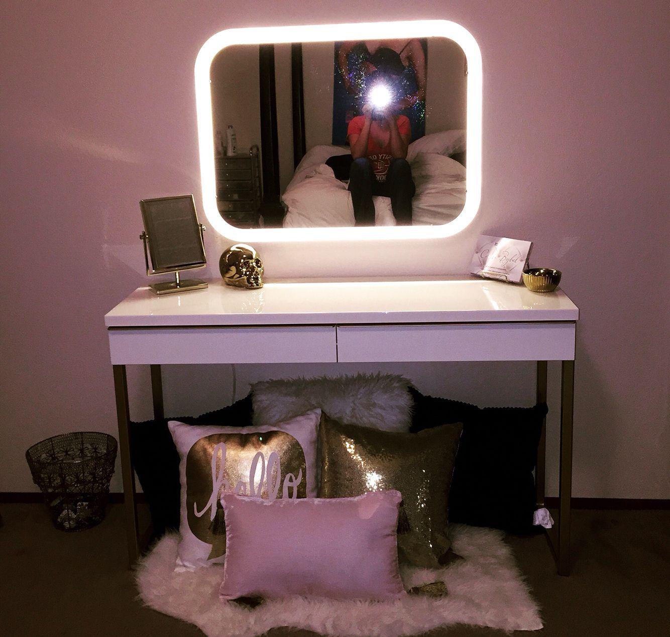Vanity •IKEA Besta Burs Desk Storjorm Mirror Tejn Rug