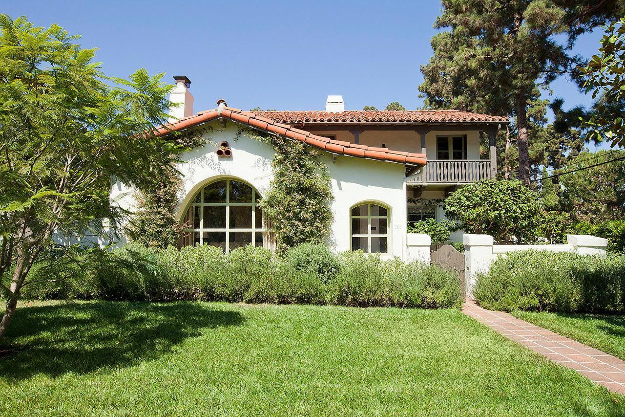 Untouched For 50 Years A California Spanish Colonial Is Revived Spanishstylehomes Spanish Colonial Homes Spanish Style Spanish Style Homes