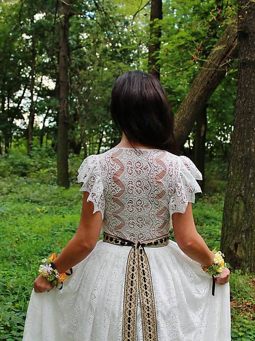 mara.zb / vílovské,krajkové svadobné šaty v maslovej farbe