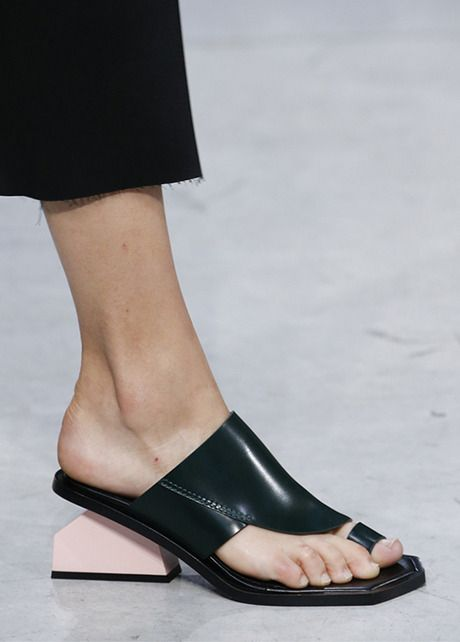 Marni Spring 2016 Ready-to-Wear Accessories Photos – Vogue – Shoes Fashion    Latest Trends 71d9ce36465