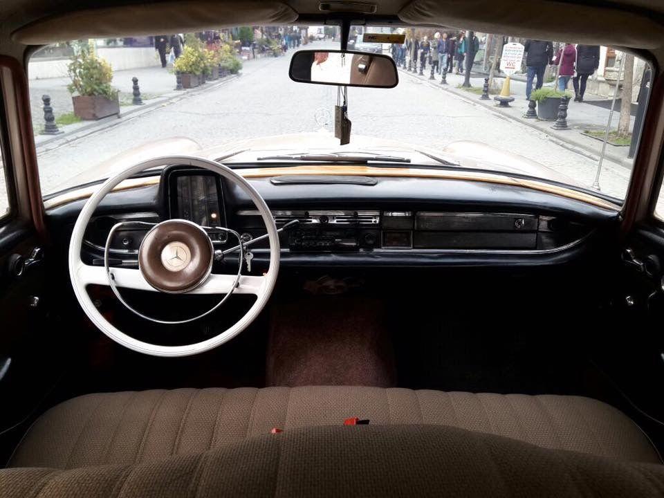 Mercedes 200 1966 Interior