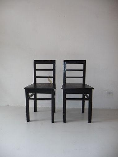 Good interior design recupero coppia di sedie nere vintage for Sedie nere moderne