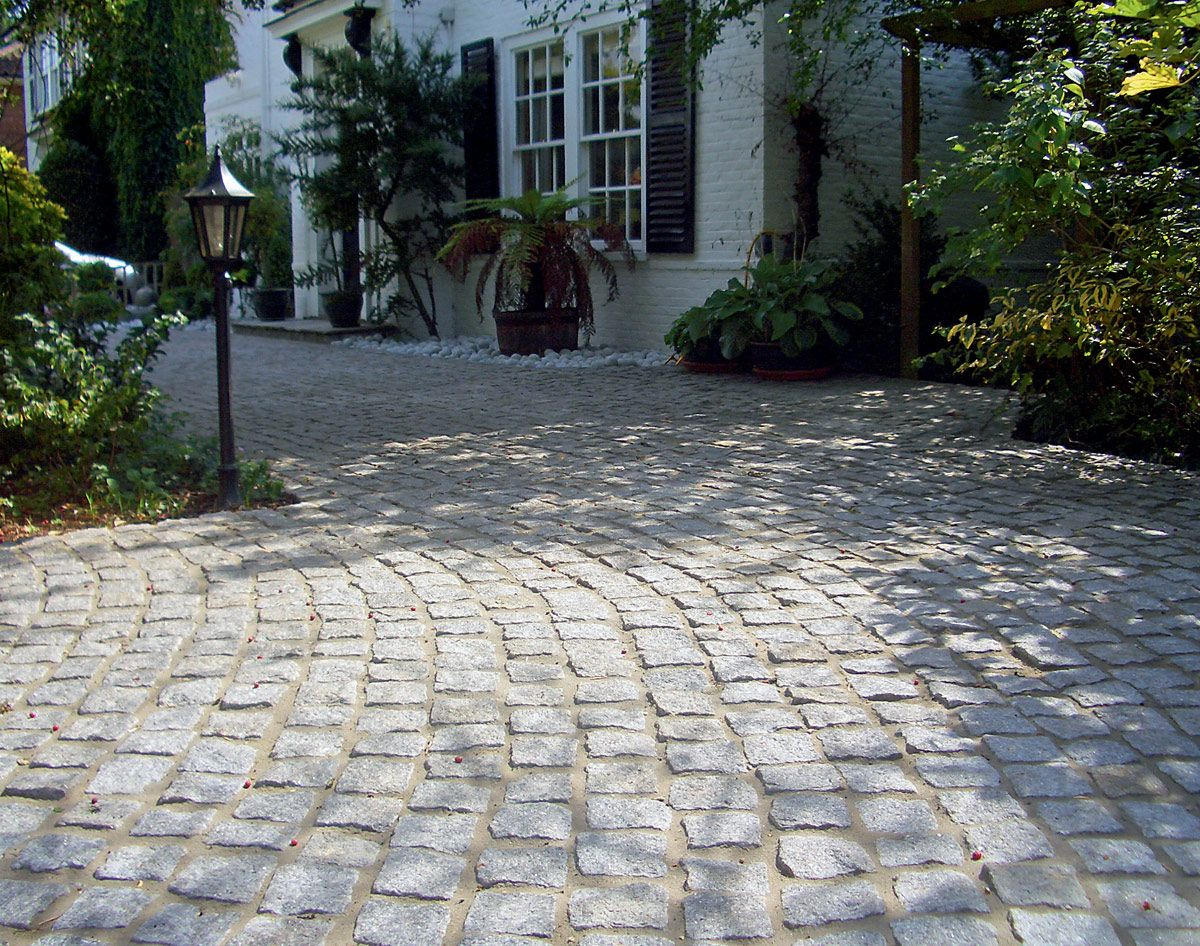 Contemporary with front steps gray brick driveway gray brick driveway - Granite Cobblestone Driveway Google Search