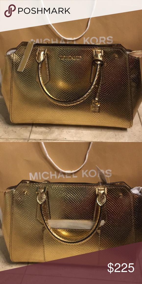 4e7e5ed52aa12e NWT- Michael Kors Hayes Large Satchel Michael Kors Hayes Satchel New with  Tags Imported Pebbled