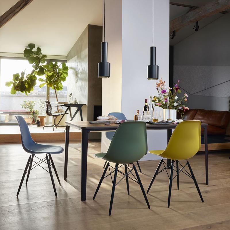 Chaise Eames Plastic Chair Dsw Erable Noir Vitra Silvera Eshop Chaise Salle A Manger Salle A Manger Moderne Chaises D Appoint