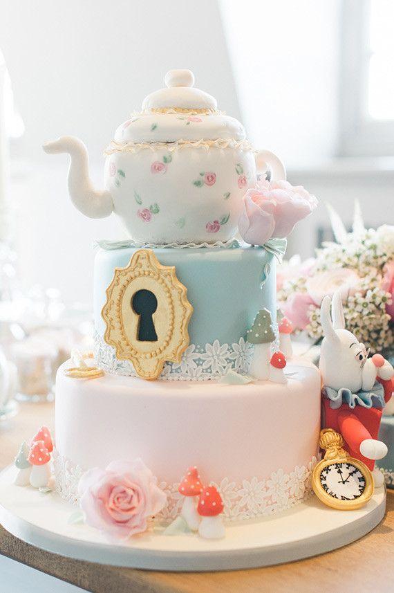 Alice In Wonderland Party Ideas 100 Layer Cakelet Alice Cake