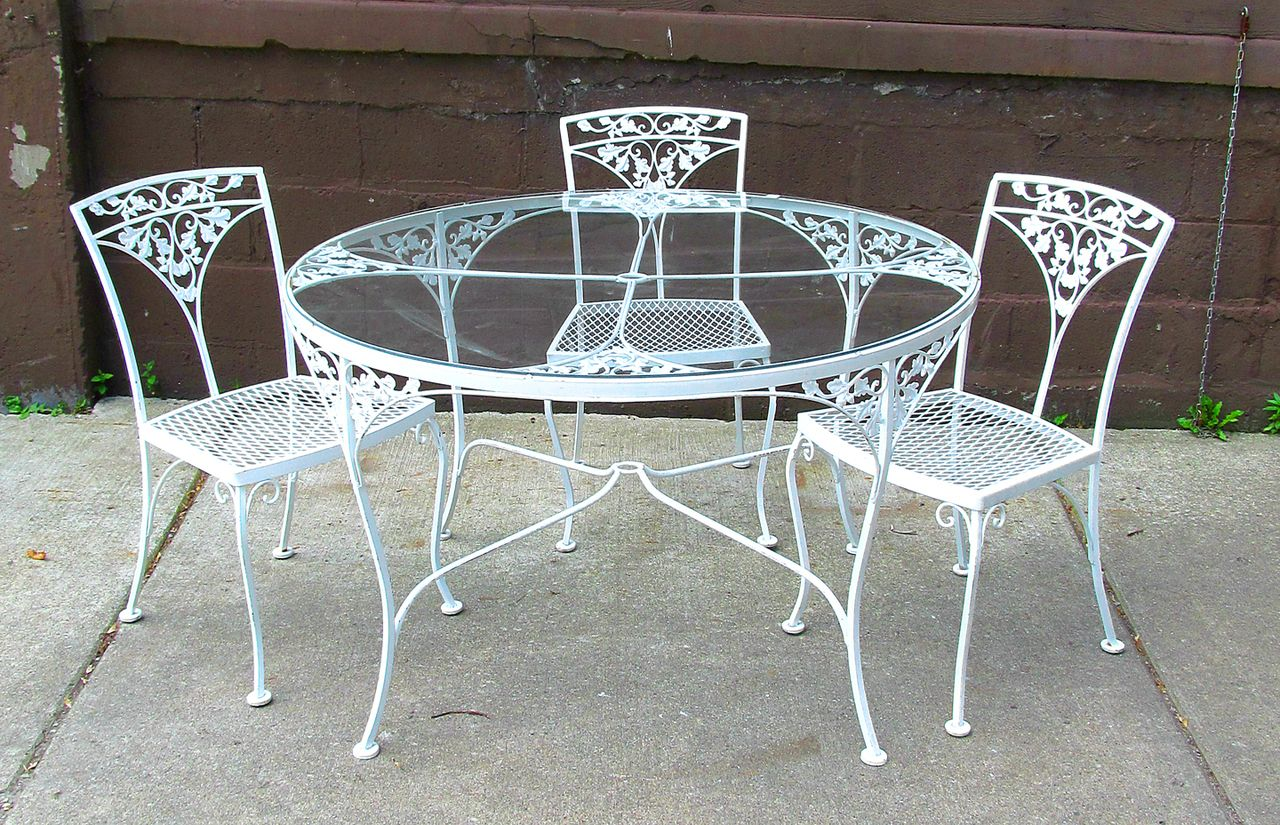 Perfect Dining Table: Fascinating Round White Wrought Iron Outdoor Table .