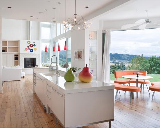Muebles blancos, piso madera y accesorios en color! | Cocinas ...