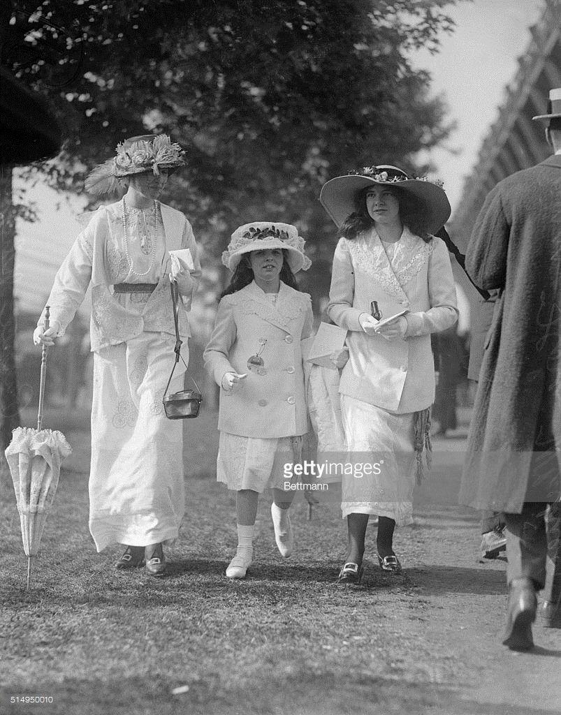 Gertrude Vanderbilt Whitney With Daughters
