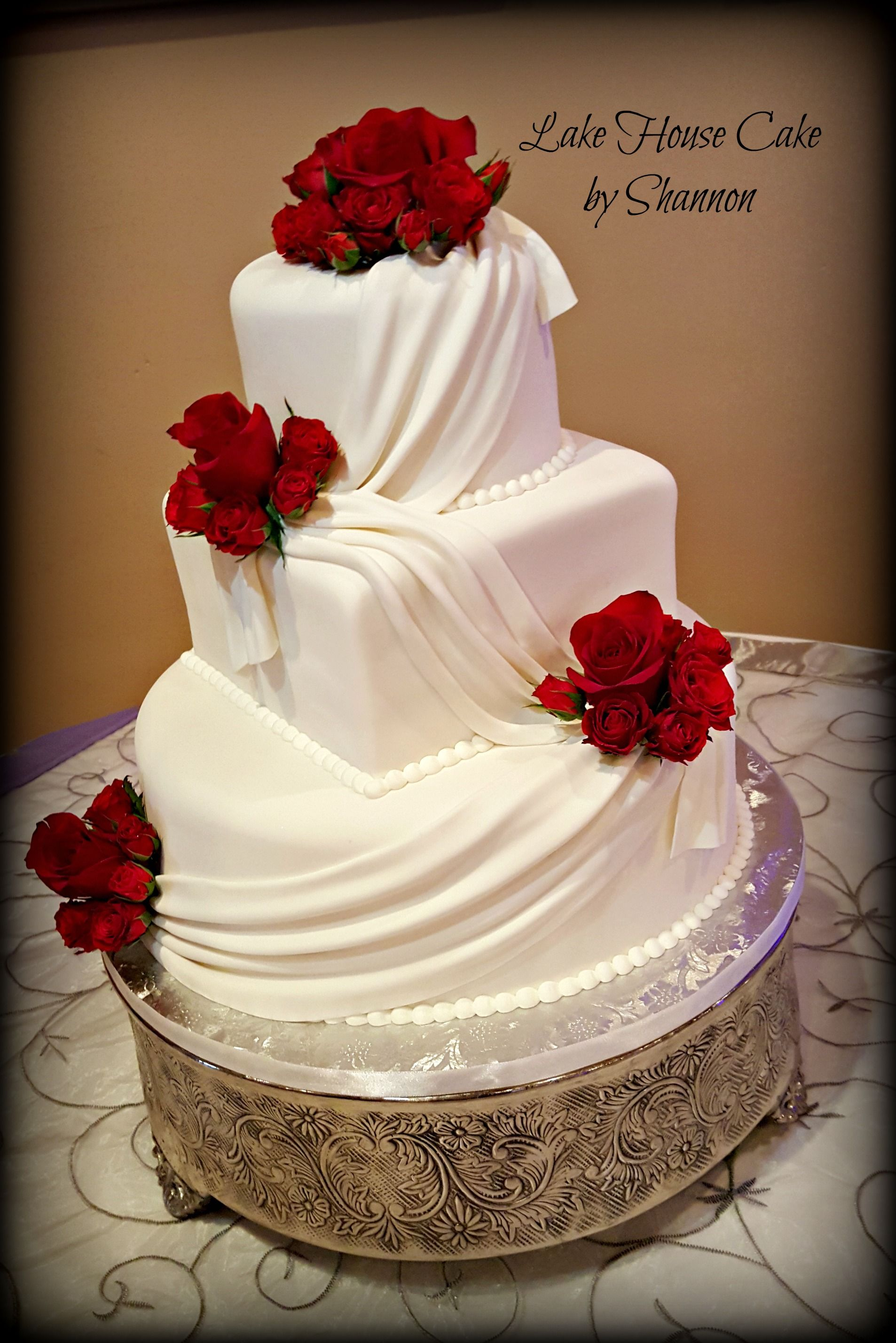 Elegant Wedding Cake White Red Red Roses Swag Swag Design 3
