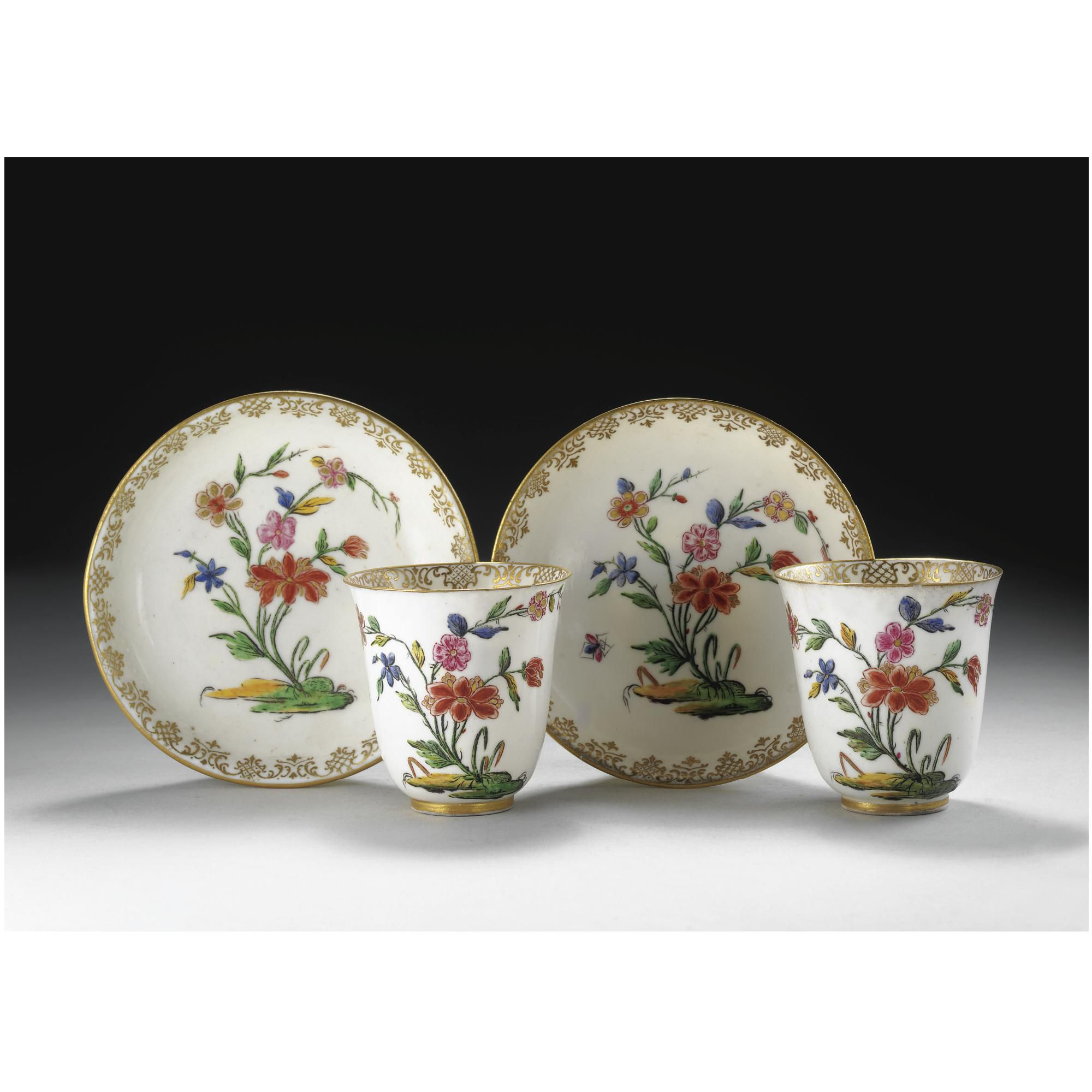 A PAIR OF CAPODIMONTE PORCELAIN CUPS AND SAUCERS, CIRCA