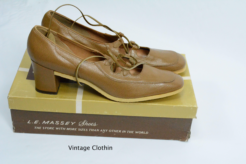 75d947e41817a 1974 Mark Tavenner/ L E Massey Tan Lace Up Pumps with Crepe Sole New ...