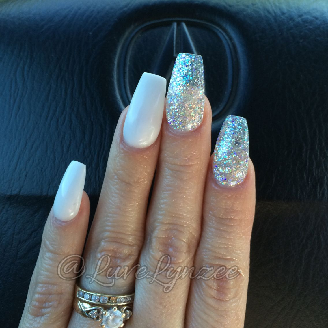 21 Chic White Acrylic Nails to Copy photo