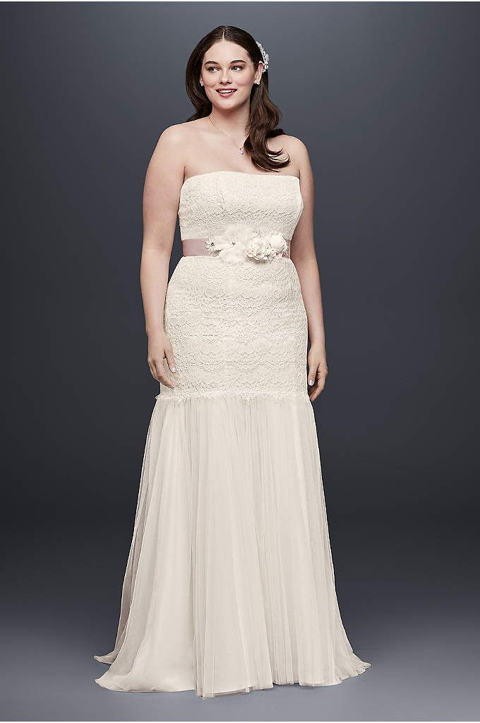 bd99b7e5f04 Lace Plus Size Wedding Dress with Tulle Skirt - This figure-flattering