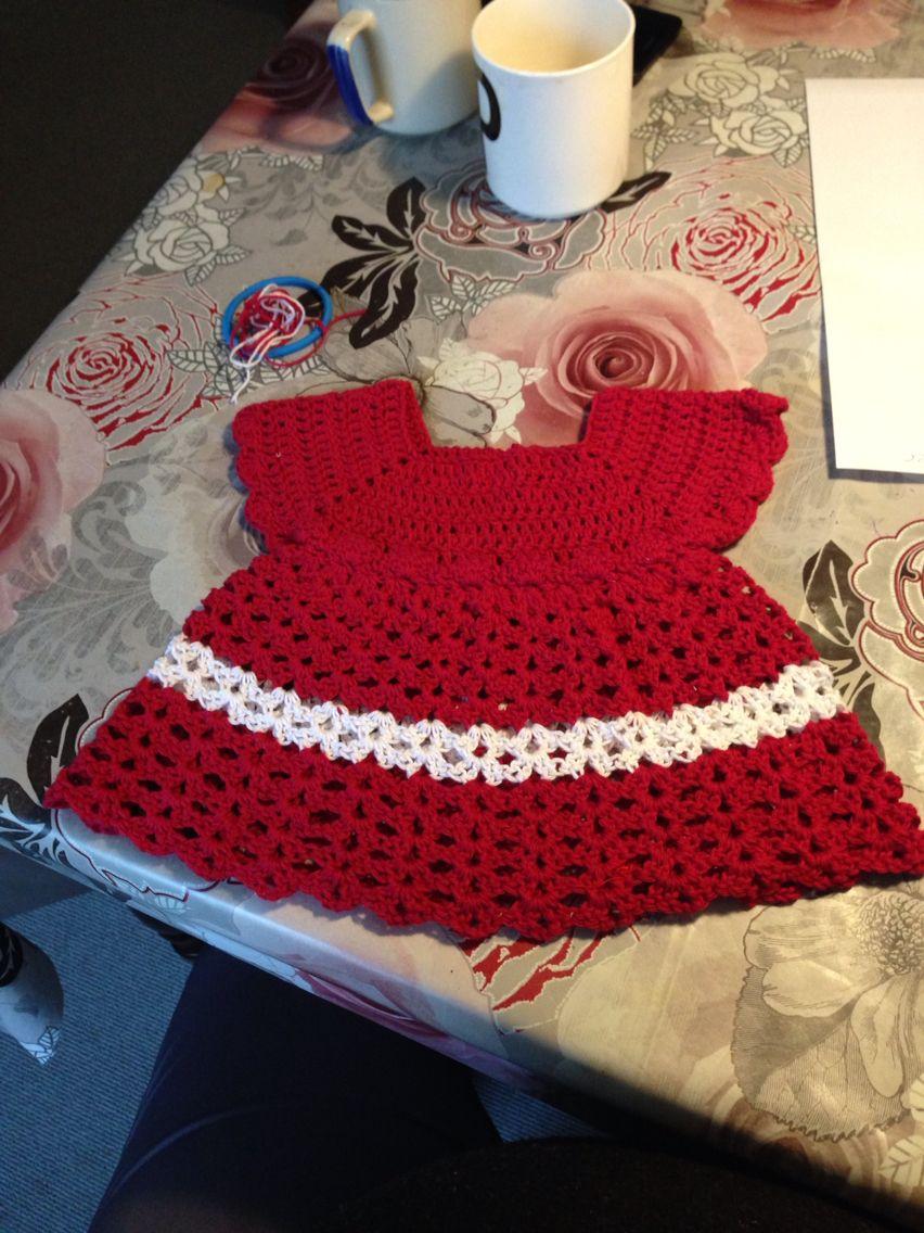 Min første hæklet kjole nogle sinde | Hæklet baby julekjole | Hækle, Kjole og Baby