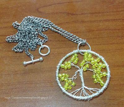Tante piccole idee realizzate: Pendente con Albero della Vita con perline gialle.