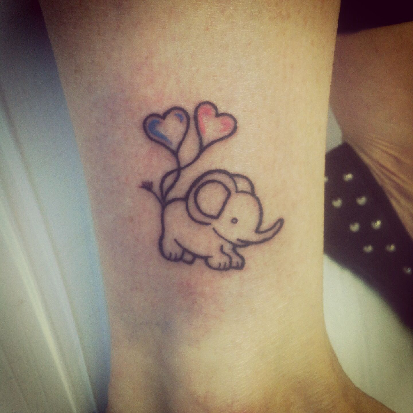 Cute Elephant With Heart Shaped Balloons Done Today At The Ink Well Fil Dovmeleri Dovme