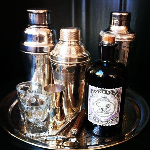 VINTAGE COCKTAIL SHAKERS | Cocktail Boutique Pinned by www.silver-and-grey.com