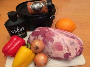 Heute möchte ich euch gerne zeigen wie man einen super leckeren und besonders saftigen Nackenbraten im Dutch Oven zubereitet. Das besondere daran ist das schon für die Zubereitung eine der besten BBQ Saucen verwendet wir. Mein besonderer Favorit ist in dem Fall die Honig & Senf Sauce vonBBQUE. Ehrlicher Geschmack aus Bayern. Die Zutaten: 2,3 kg Schweinenacken (ohne Knochen) 2 - 3 Papri ...
