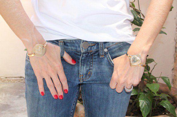 """Ontem Cris e eu fomos no Rapahel Falci conferir as novidades e aproveitamos para montar algumas sugestões de """"pulseirismo"""" para vocês. Preparem-se: as pulseiras e braceletes estão de enlouquecer!!!! Pulseiras de cone / bracelete Bracelete / Pulseira Milene (caveiras) Bracelete / Pulseira Joana (elos) / Pulseira Milene (caveira) Pulseira Paula (ônix e cristais) / Pulseira …"""