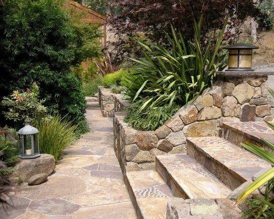mur en pierre naturelle dans le jardin id es et photos. Black Bedroom Furniture Sets. Home Design Ideas