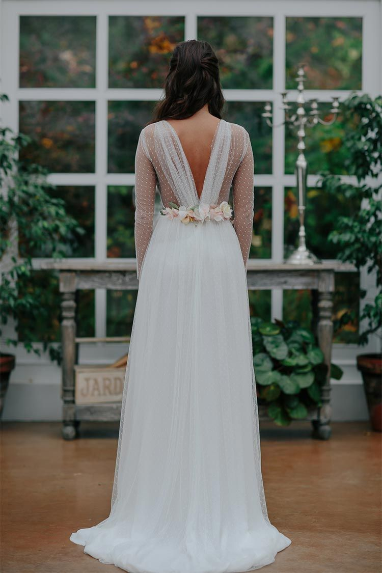 Vestido de novia con cinturon de flores