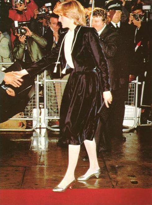 1981 11 18 Diana Arrives At The Austin Reed Department Store In Regent Street To Turn On The Christmas Lights Lady Diana Charles And Diana Diana