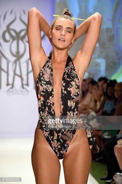 Fotografia de notícias : A model walks the runway during the Hot-As-Hell...