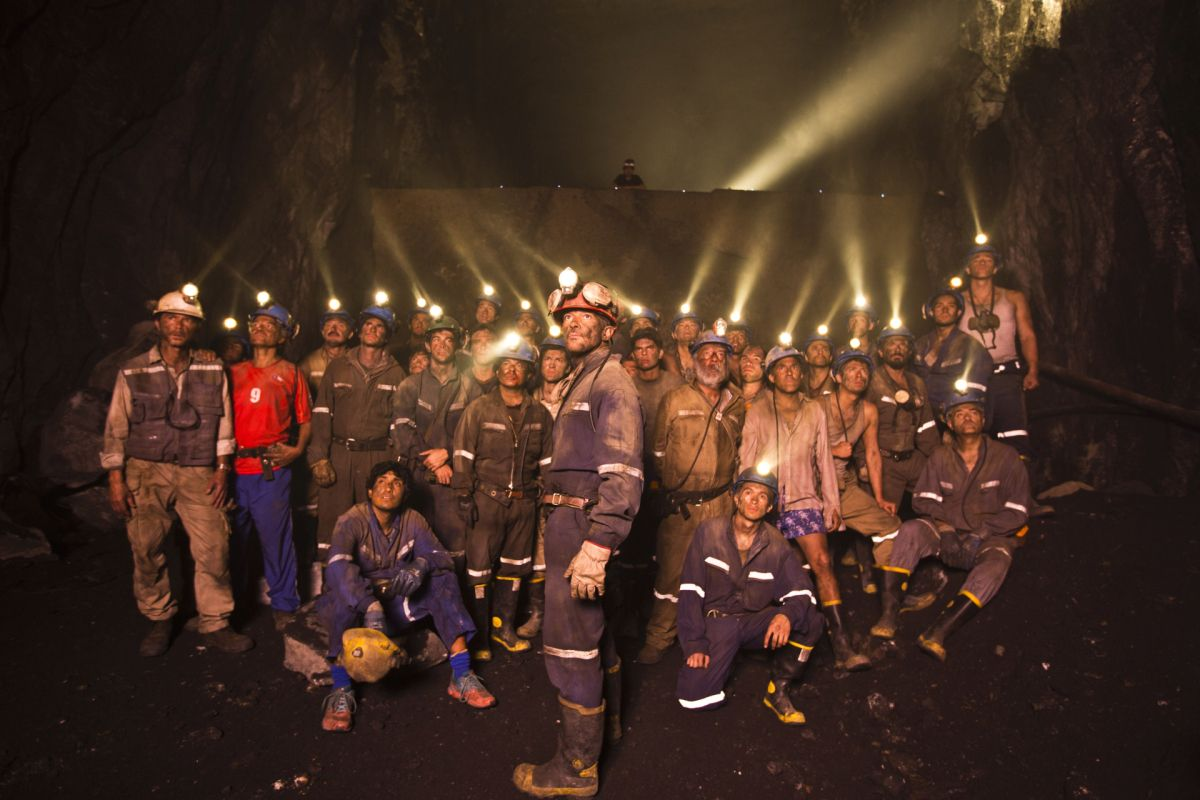 A poignant featurette for The 33 has been released showcasing how the groundbreaking rescue of the Chilean miners became the news story that gripped the world. The incredible real-life survival sto…